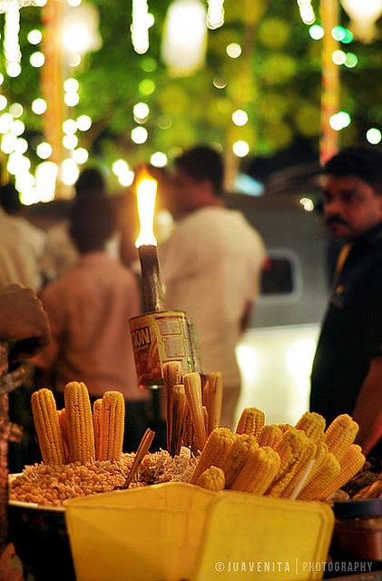 1sri-lanka:  Popcorn Vendor by Juavenita on Flickr.