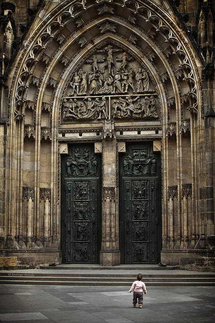 katiamart:  Playing at St. Vitus Cathedral by Santiago Almada on Flickr. Terra de Gigantes.