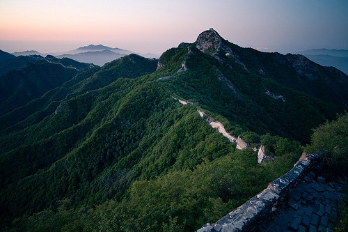 heoro:  PreDawn @ Great Wall (by byronjyu)