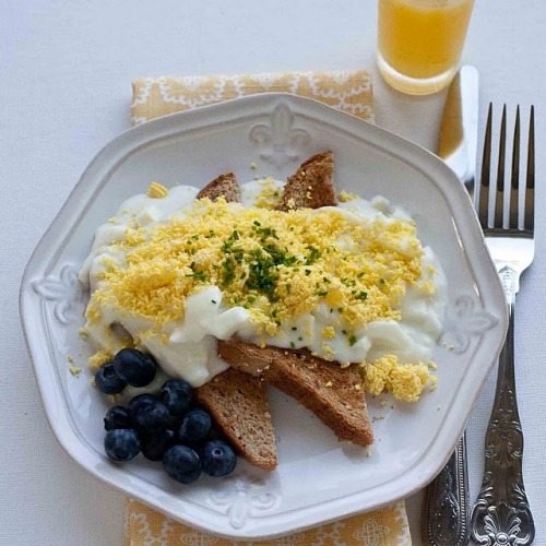 boyfriendreplacement:  Creamed Eggs on Toast Recipe