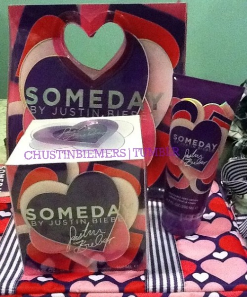chustinbiemers:  TUMBLR GIVEAWAY: SOMEDAY PACKAGE! Alright, so I'm giving this out since my aunt thought I haven't gotten one but I already did. So here, it is for all those who are wanting Someday for FREE! Don't worry, I'm willing to ship these in ANY place even at Narnia so anyone can join. ;) This package includes: Large Someday Perfume Someday Lotion Someday Laptop Case Someday Hair Mist *The bag is included, of course. ;) All you have to do is REBLOG this as many times as you can and MUST be following these accounts:   http://www.chustinbiemers.tumblr.com http://www.chustinbiemers.tumblr.com http://www.chustinbiemers.tumblr.com AND http://www.twitter.com/ChustinBiemers http://www.twitter.com/ChustinBiemers http://www.twitter.com/ChustinBiemers This gives you more chances on winning. :) Winner will be announced on August 20 !!!! So you have a lot of time to reblog this. STRICTLY NO LIKES.  MESSAGE us if you have any questions :)