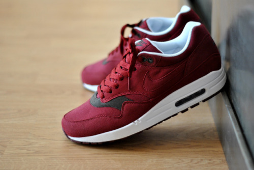 Nike air max 1. Bordeaux. so sweet.