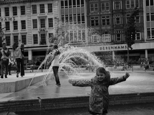 'Ave it!  Nottingham market square fountains.