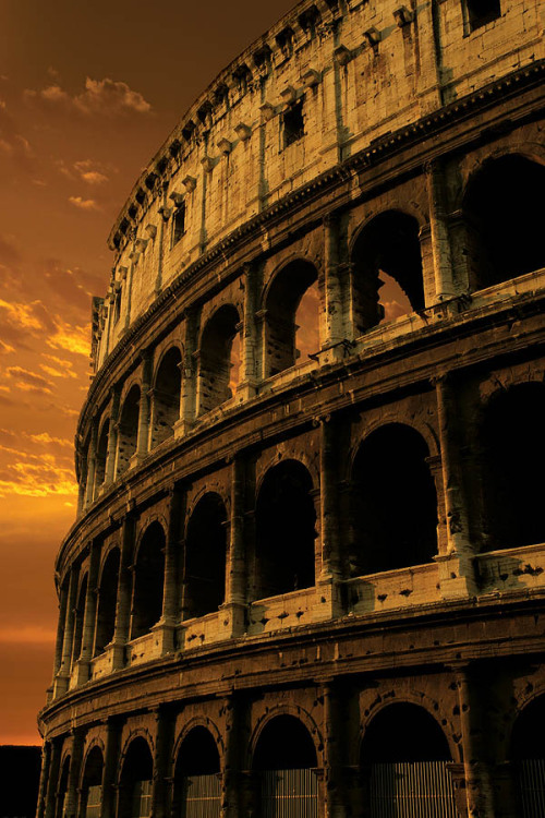 The Coliseum in Rome at sunset (via New 7 Wonders of the World)