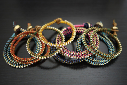 (via DIY Wrap Bracelet – Honestly WTF)