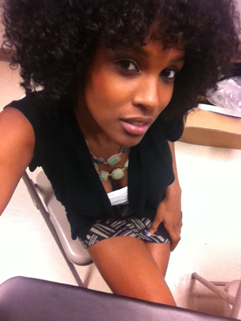 afrobuttafly:  theafrohippie:  Work & fro's. Www.thebeatyhero.com  Working it @ work, eh. :}