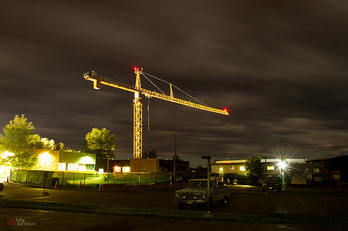 Another 4 Minute Exposure of Crane (by tobyharriman)