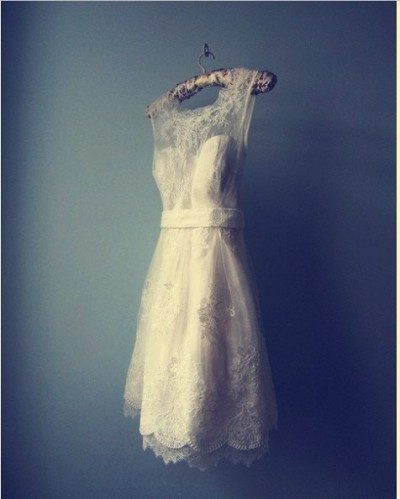 marvelousmatrimony:  seriously gorgeous dress! ohh my golly I want this I would totally get married in the summer in this with white converse :)