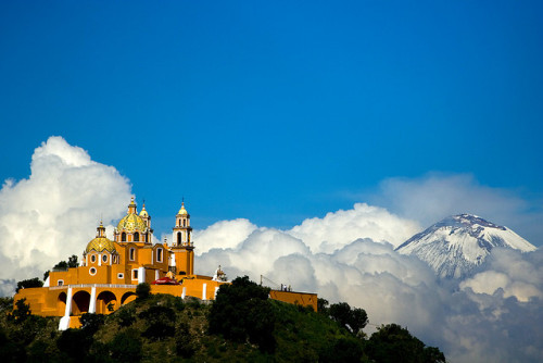 Iglesia y Popocatepetl by soyignatius on Flickr.