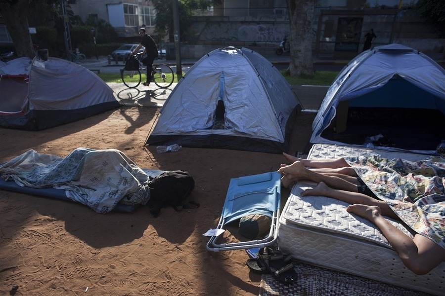 Israelis sleep outside in protest of climbing rental costs  PhotoBlog