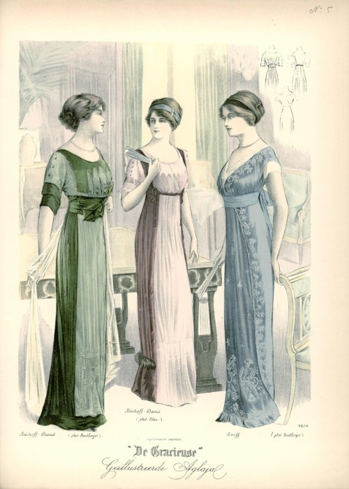 Evening dresses, 1911 the Netherlands, De Gracieuse I mentioned a while ago that late Edwardian dress got inspiration from the kimono.  One of its other biggest influences was also the neoclassical styles of the early 1800's.  You can see that influence clearly on this plate.