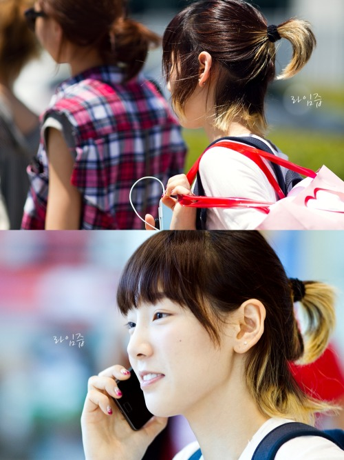 tae309:  110719 - Taeyeon - Incheon Airport  Oh look…she uses the same phone I do!