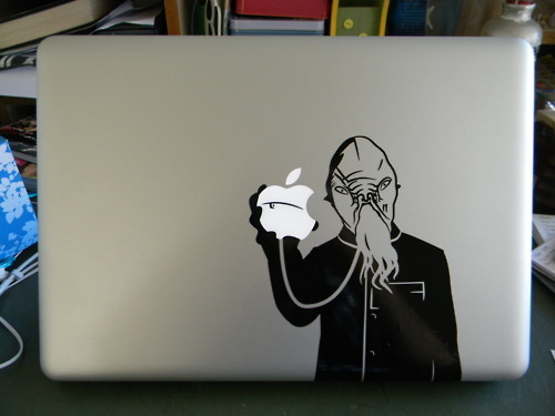 stealatimelord:  THIS IS AMAZING!  If I got one of these decals, I would just have to name him Mr. MacOod.  And my laptop from forever onward would also be Mr. MacOod.