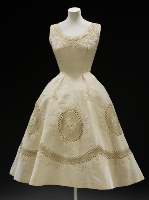 omgthatdress:  Pierre Balmain dress ca. 1950-1955 via The Victoria & Albert Museum