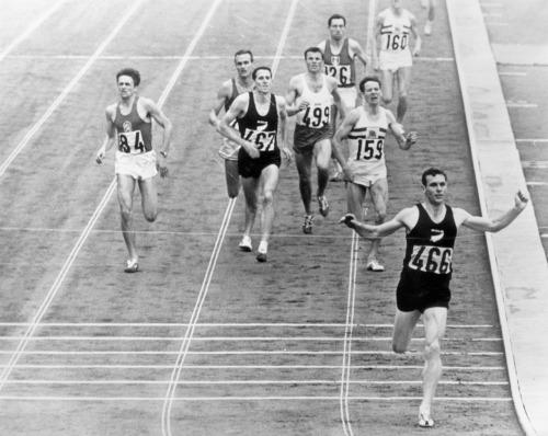 Peter Snell winning the 1500m at the 1964 Tokyo Olympic Games