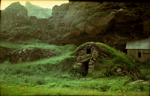 in-the-middle-earth:  Icelandic Turf House