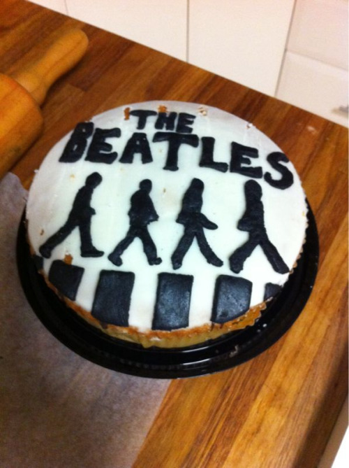 Ah shites, I forgot to upload a photo of the finished Beatles cake I made for Bianca!Weww, she loved it so much she didn't want to eat it. Then decided to pick off the letters so that she could eat the cake. Then wanted to display them in her room. Then I told her to say hi to the billion ants in the morning.