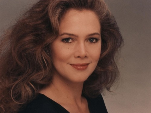 People Who Studied Abroad #156:Kathleen Turner, actor  From: United States  Studied: Lived in Canada, Venezuela, England and Cuba while her father was a U.S. diplomat in those countries.  She graduated from the American School in London and also took classes at the Central School of Speech and Drama (United Kingdom).  [thanks to qbqrat for the tip!]