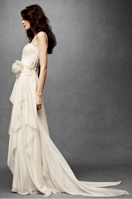 madisonsquarearabianknight:  this dress is everything a wedding dress should ever be…I love it. I want it.