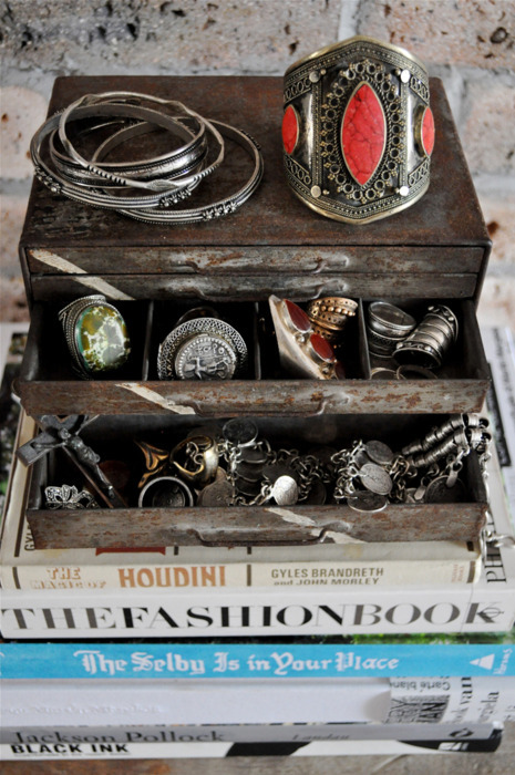 I need to find a jewelry box like this. Btw, the jewelry is bananas. #Dideas