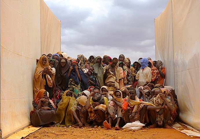 kateoplis:  Somalia Famine: There is no longer any excuse for inaction. Help Africa. Photo: Somali refugees wait between two food tents to collect aid in Kobe refugee camp, Ethiopia. Roberto Schmidt/AFP
