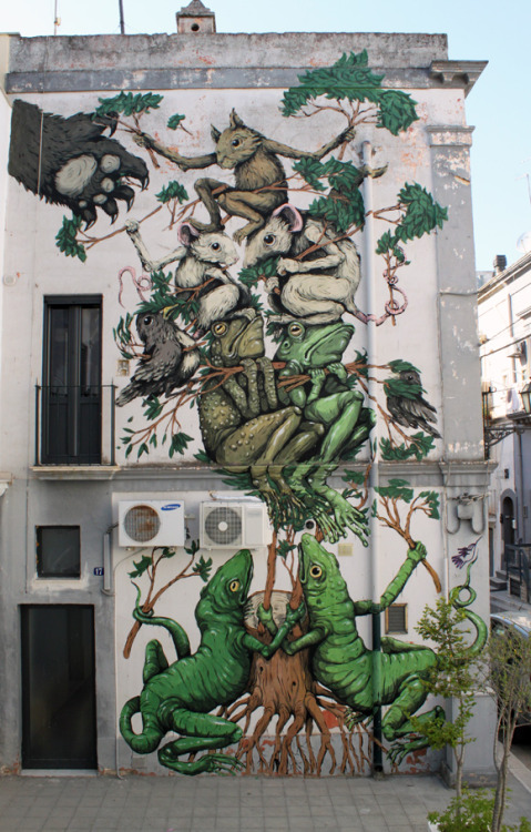 archiemcphee:  The awesome work of Ericailcane on a wall in Italy for the 2011 FAME Festival.  [via Arrested Motion]