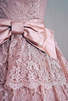Isn't this pretty? I would wear it with a black frock coat of some sort. Gorgeous, gorgeous lace.