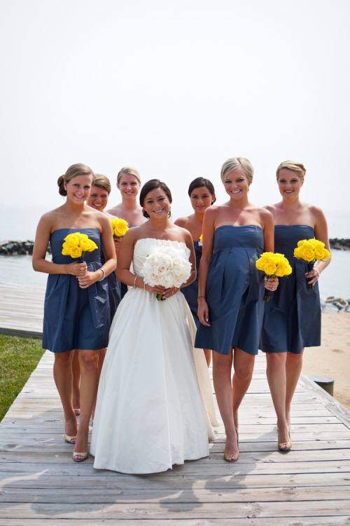 Oh, and did I mention that I want my bridesmaids in navy? Because I do. (via Navy and Yellow Nautical Wedding | Bridal Musings)
