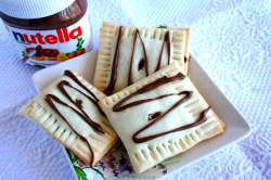 fantasticedibles:  Homemade Nutella Pop Tarts (breakfast of champions)  Freaking awesome.