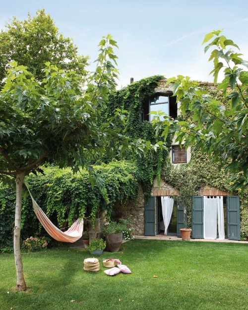 summer relax (via Great Spanish House in Rustic Style ♥)
