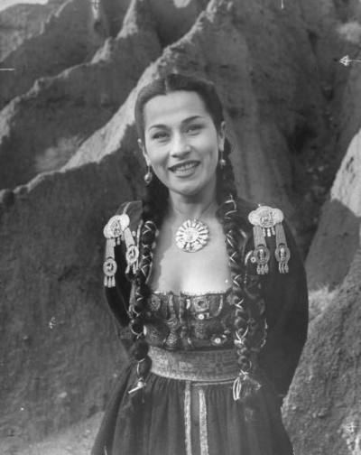 "Something about this picture intrigued me. ""Singer Yma Sumac, a descendant of Atahualpa, the last Incan emperor, 1950s"" Via: lucitania"