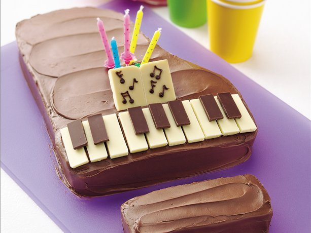 myfoodscrapbook:  Piano Cake