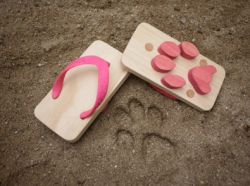 Adorable Kiddy Sandals:  Leave a Trail of animal footprints.