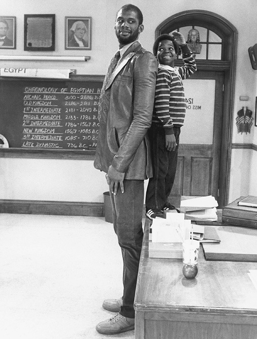 Kareem Abdul Jabbar guest stars as Arnold's substitute teacher on Diff'rent Strokes (1984).