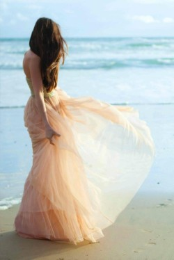 theglitterguide:  (via fabulous / cute things)  pretty peachy tulle :)