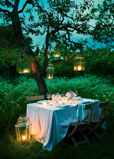 My type of dining out x ediblegardensla:  Dinner in the garden.