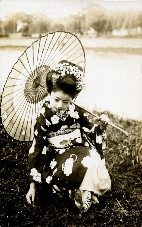 blendy999:  Young Maiko Girl 1920s (by Blue Ruin1)