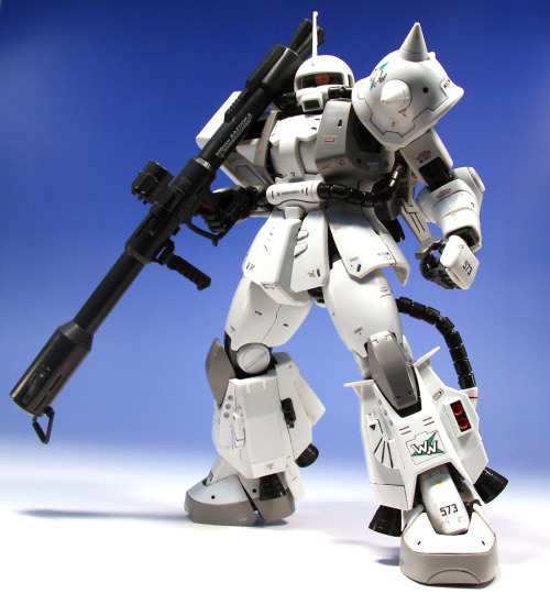 Why does white look so good on the Zaku? (via 1/100 MG MS-06R-1A Zaku II Shin Matsunaga Custom Ver. 2.0)