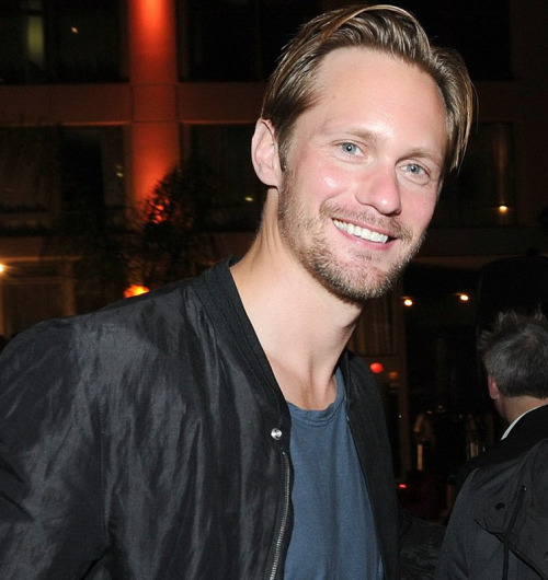 """When Alexander Skarsgård smiles it's like a belated Christmas present."" —iamcalledchief * photo of Alex at the Summit Comic-Con party courtesy of Skarsgard News"