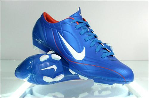 Nike Mercurial Vapor II in blue These are the prettiest shoes Nike ever created in the Mercurial Vapor-Series and I especially love this color. Sadly, it's nearly impossible to get a new pair today.