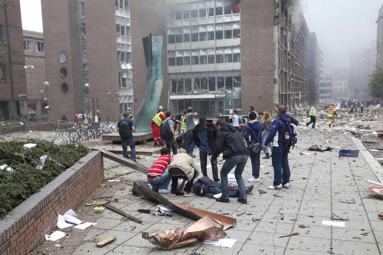 nationalpost:  BREAKING: At least two dead after massive bomb blast rocks central Oslo A massive bomb shattered Norway's main government building in Oslo on Friday, killing two people police were quoted as saying by local news agency NTB. LIVE UPDATES » Videos: Aftermath of the Oslo explosion Photos: Deadly explosion in Oslo  Oddbjørn - wishing you, your friends, and family the best from Waterloo.