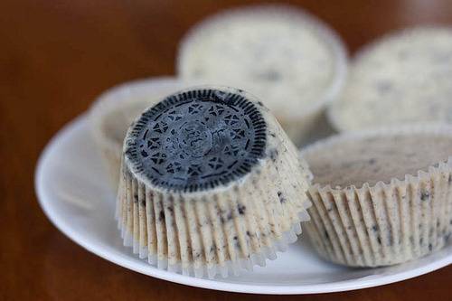 candyexpress:  cookies and cream cheesecake (by nicolokoy)  Oh, oh my good golly gracious. My favorite candy and my favorite dessert. COMBINED.