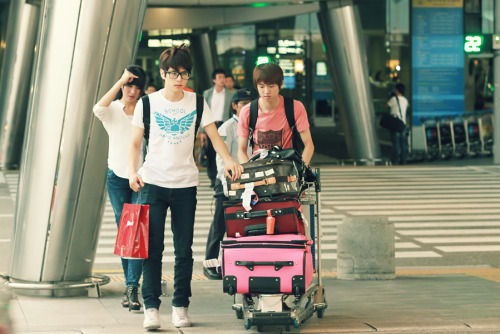 SM☆SH at the airport, coming back from China.  credit: jaewon_com @ Naver
