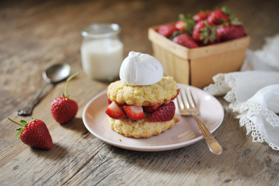 veganbreakfast:  strawberry shortcake  Need this now.