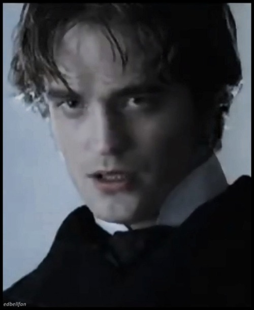 god, he's even hot when he looks like Jack the Ripper.