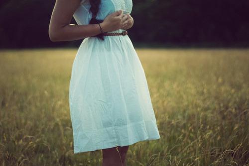 """""""Todas as semanas as moças e suas líderes em toda a Igreja levantam-se e declaram: """"Somos filhas do Pai Celestial, que nos ama . …"""" Nós realmente temos essa certeza? Sabemos disso com profundidade suficiente para que esse conhecimento nos fortaleça e nos sustenha? Como podemos melhor conhecer e sentir Seu amor?""""  - Susan W. Tanner"""