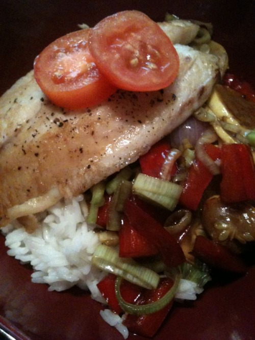 tilapia over stirfry - garden red onion & roma tomato, farmers market leeks, red bell pepper, & yellow squash.