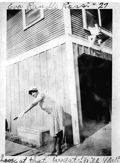Look at that in gate will you! Eva Randle Ross, 1927 Wichita Falls, TX [Ross Family Album] ©WaheedPhotoArchive, 2011