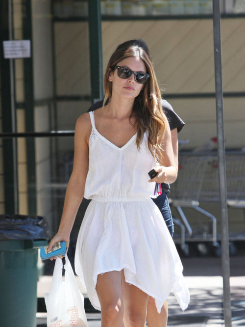 Rachel Bilson is perfection to me.   Summer Roberts forevs. Also, white dress envy.