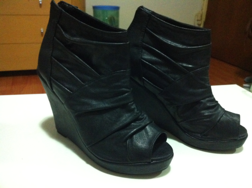LEATHER PEEP TOE WEDGES! Size: 37 Condition: Brand new never worn Selling for: $35 SOLD